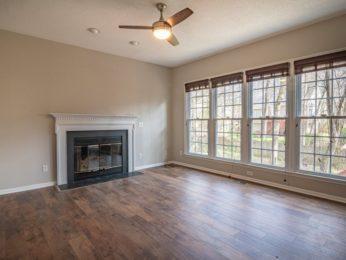 esempio di pavimento resiliente in una casa ristrutturata ma non ancora arredata