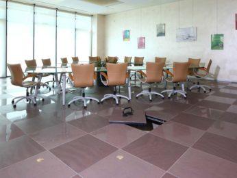 sala riunioni con pavimento sopraelevato