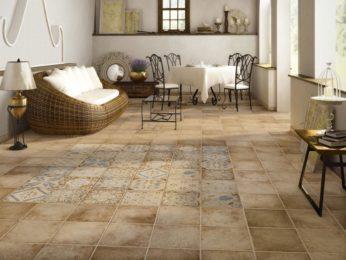 pavimento in cotto con maioliche centrali