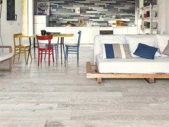 cucina, pavimento in laminato. casa dei nostri clienti a piacenza