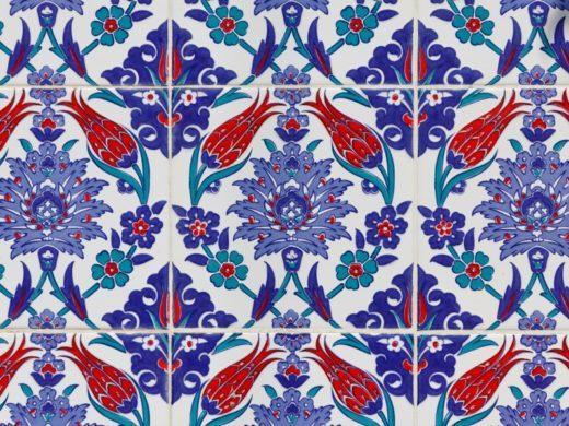piastrelle decorate con decorazioni floreali