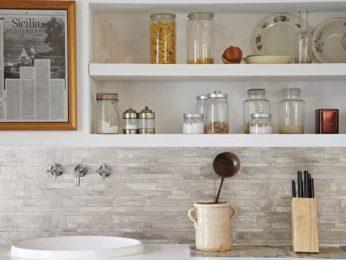 dettaglio rivestimento cucina in pietra, casa piacentina