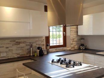 rivestimenti per cucina in pietra