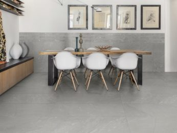 rivestimento in pietra fronte tavolo da pranzo