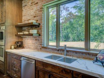 rivestimento in pietra, applicato in cucina
