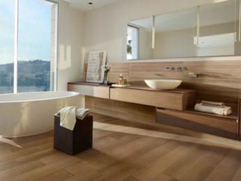 rivestimento interno in legno per bagno