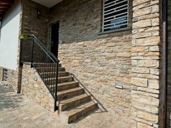 esterno scale e facciata in pietra
